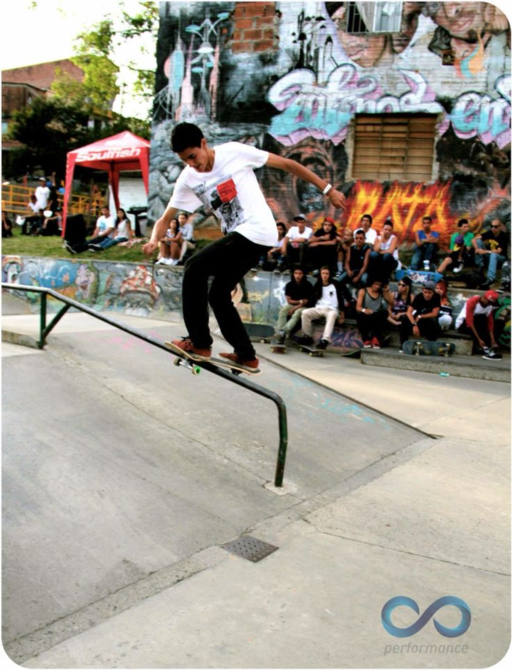 Skateboarding HONOR HASTA EL FIN Skater: Alejandro Ramírez Fotografía: Alejandro Giraldo Copa Antioquia de Skateboarding
