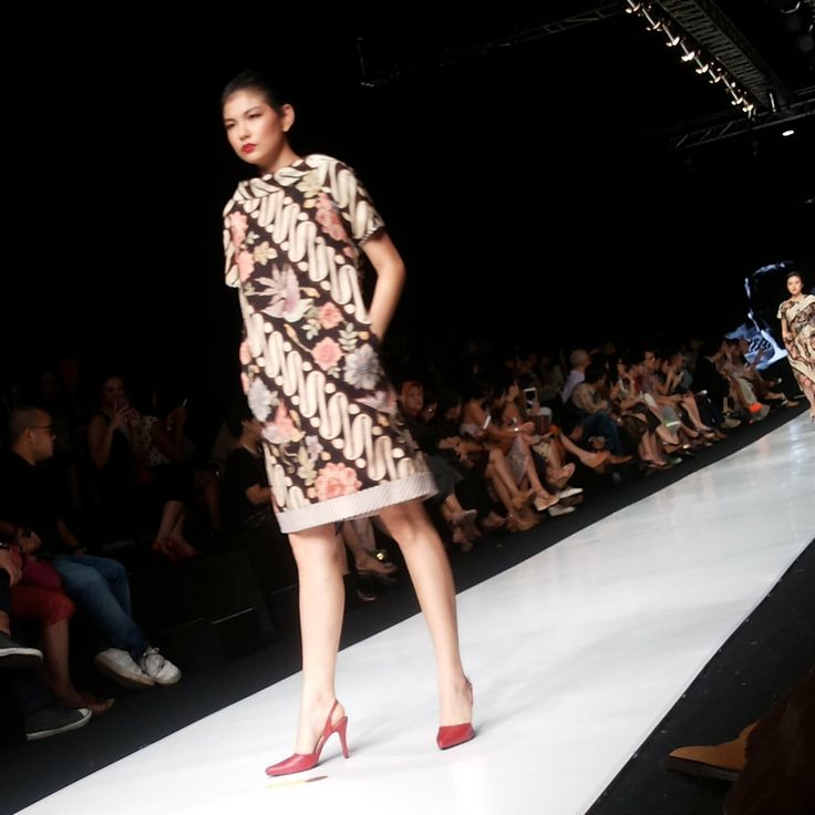 "Koleksi Edward Hutabarat dengan tema Colour Crush ""Sixteen"" @The Body Shop Indonesia #TBSforJFW2014 