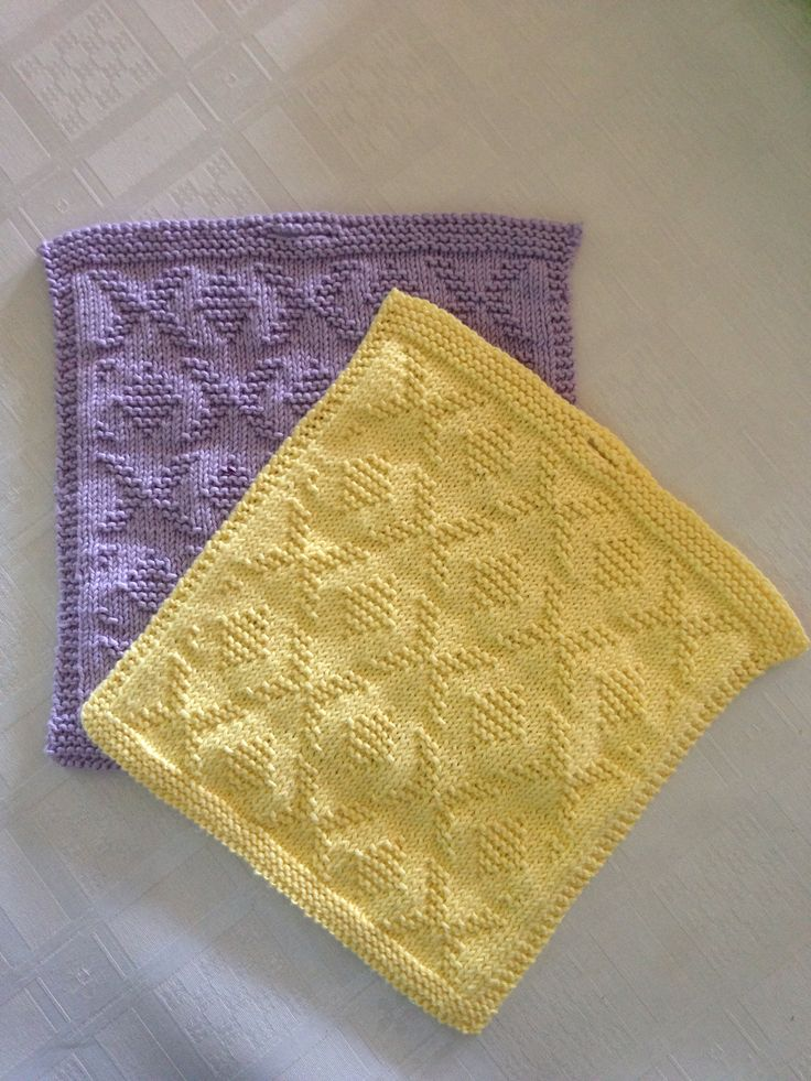 Knitted cloths. The pattern is 'bergknapp' from Bittamis Design.
