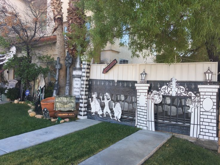 my own props halloween 2016 haunted mansion front yard - Front Yard Halloween Decorations