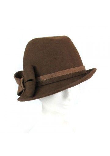 Cappello invernale in lana per donne. Si può abbinare al vestito elegante oppure una giacca meno formale