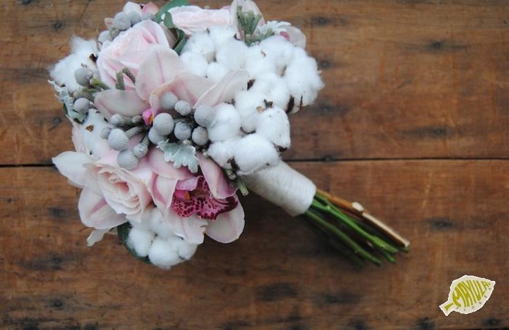 ramo de novia con algodon orquídeas y rosas