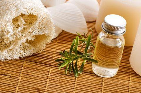 Parfum herstellen / Parfum selber herstellen: Parfum Rezepte auf Ölbasis - Hier finden Sie eine Auswahl an Rezepten. Probieren Sie sie aus und verzaubern Sie Ihre Umgebung mit verführerischen Düften ...