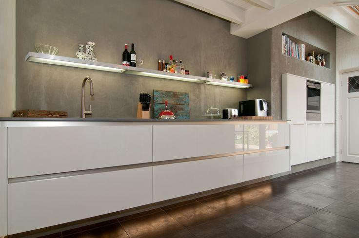 Keuken kleuren - beton look achterwand