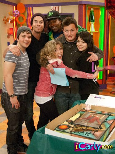 Aww, Noah's birthday and he's getting all the hugs.... and i'm dying because of Nathan's biceps...