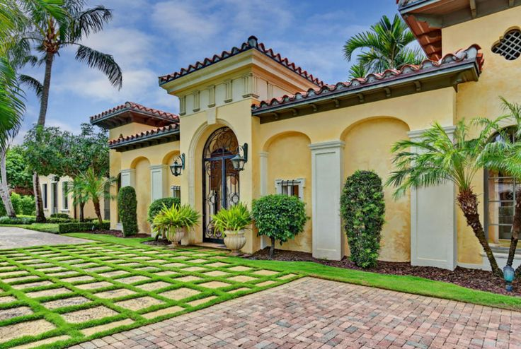 Yellow stucco mediterranean home boca raton florida for Mediterranean stucco