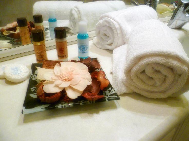 articoli di cortesia e asciugamani di spugna avvolgente e calda