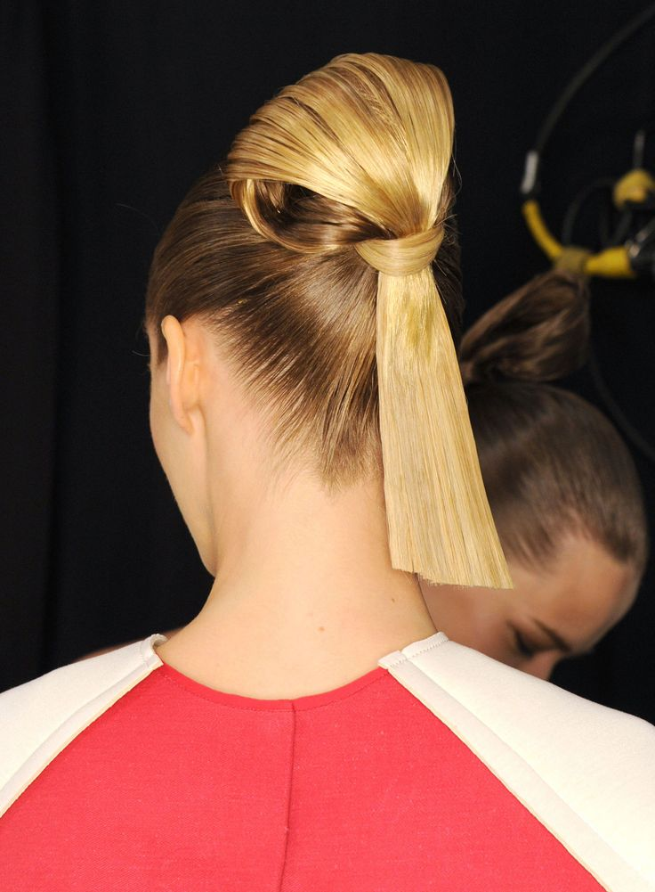 The Coolest Hairstyle From Spring-Summer 2015 NYFW  (Sumo Knot!) at Herrera for BioSilk | Glamour #BioSilkNYFW