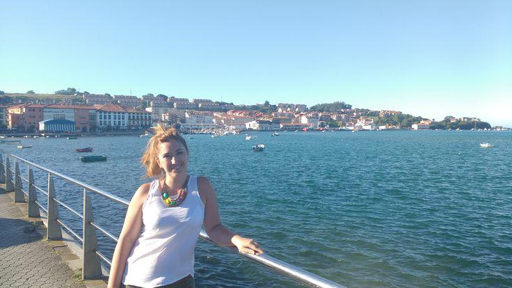 Que bonito es este pueblo! Que bonito sería vivir en una de esas casas que asoman el mar Cantábrico. CONTIGO!!!