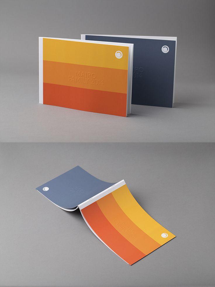 Brosjyre med blindpreg opp på begge sider av omslaget. #brosjyre