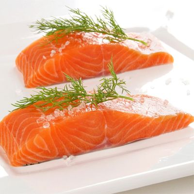 Saving this for when I want my salmon fix!  7 Different Ways to Eat Raw Salmon - Destination Femme