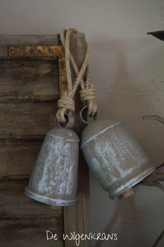 IJzeren bel, oud zilver
