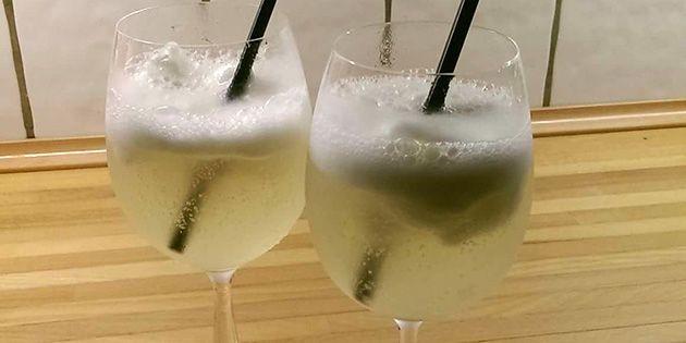 Fantastisk velkomstdrink med Asti og citronsorbet, så den smager både sødt og friskt.