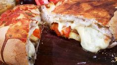 Calzón de 4 quesos y verduras grilladas