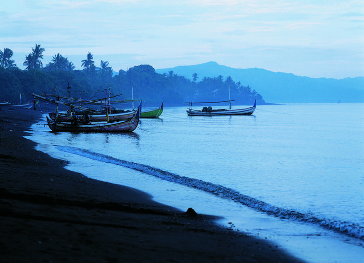 Lovina Beach at sunrise