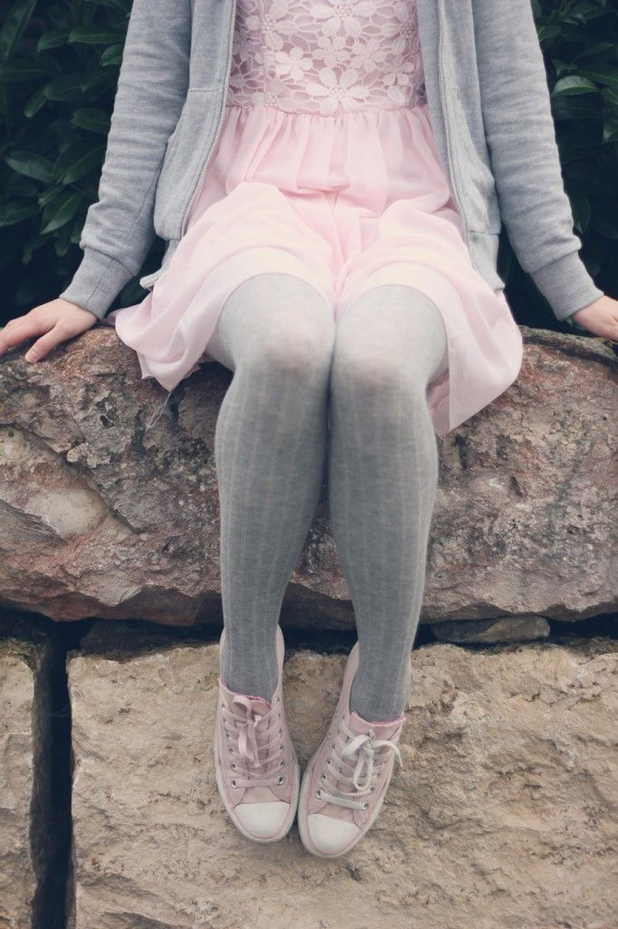 grey tights, cute dress, cute shoes and a cardigan <3