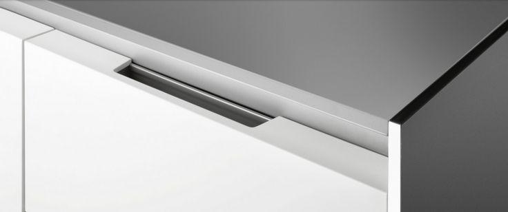 Siematic PURE S1 / Surfaces: SQ Lacquer Lotus White Matt / Handle recesses grip / Steven Christopher Design