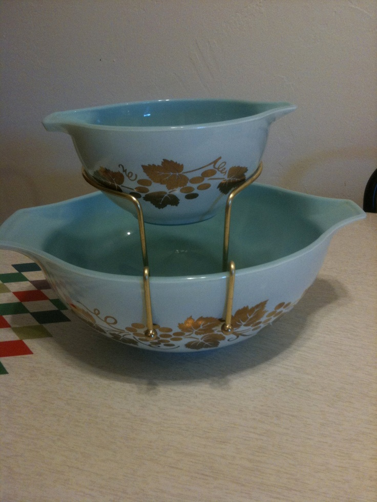 I can get a repro Chip and Dip Set Bracket for my vintage Pyrex for $14.99, via Etsy!!!  sfm