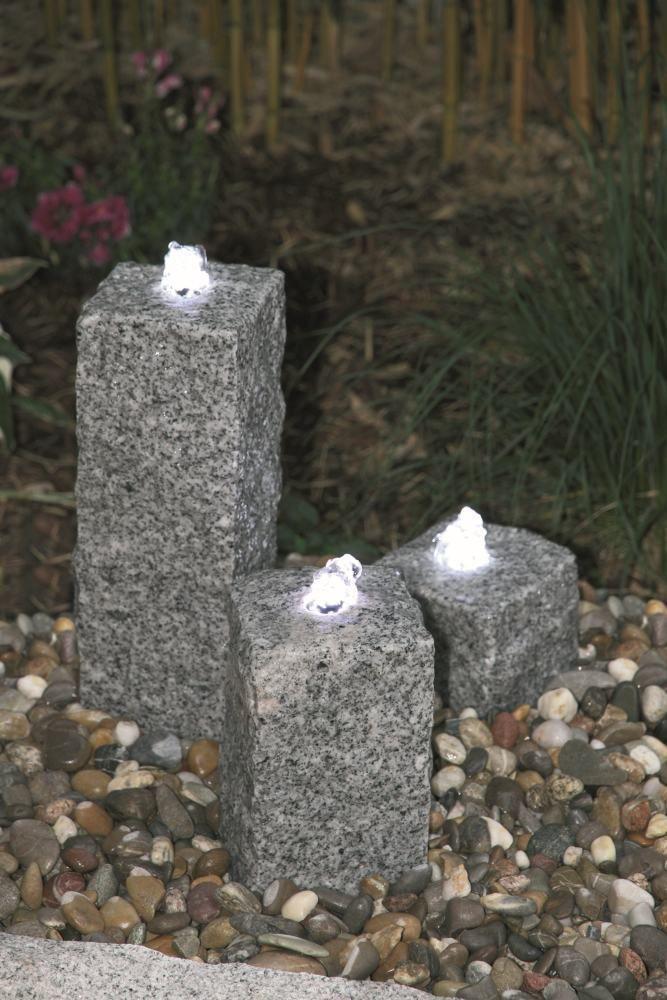 Quellensteinsäule 3er aus Granit Gartenbrunnen Licht-Wasserspiel ...