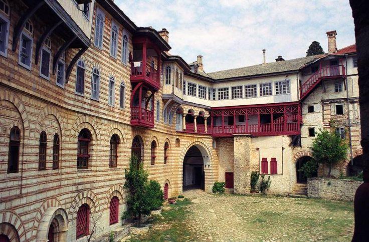 Εσωτερική άποψη της Μονής Χιλανδαρίου- Interior view of the monastery of Chilandari