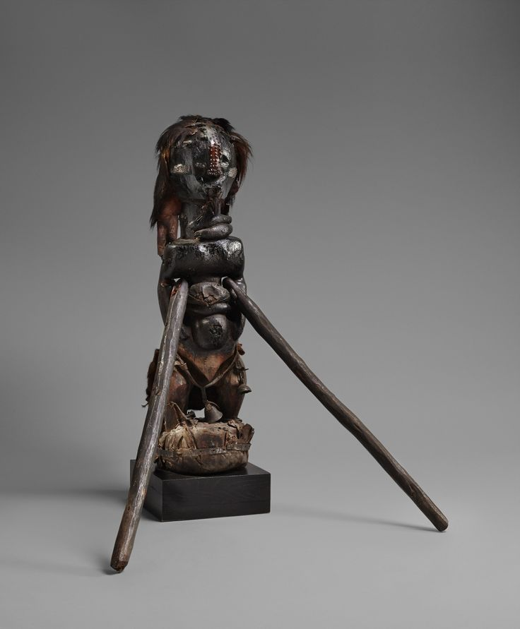 A SONGYE COMMUNITY POWER FIGURE  Democratic Republic of the Congo, Auktion 1045 Afrikanische und Ozeanische Kunst, Lot 240