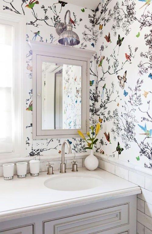 Die Akzentwand ist eine Wandfläche, die in verschiedenen Farben von der verschiedenen anderen Wandfläche gestrichen ist. Die Akzentwandbereiche konzentrieren sich auf die Wandoberfläche, um …