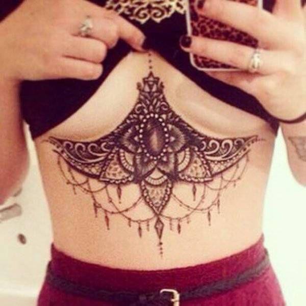 Girls With Underboob Tattoos (29 pics)
