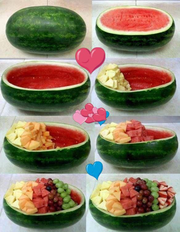 Festa no verão, que delícia! uma salada de frutas na melancia