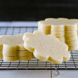 Vanilla Cookies recipe. They keep their shape ! Amazing recipe. Recette de biscuits à la vanille. Ils gardent leurs formes à la cuisson. Vanilla Kekse Rezept.