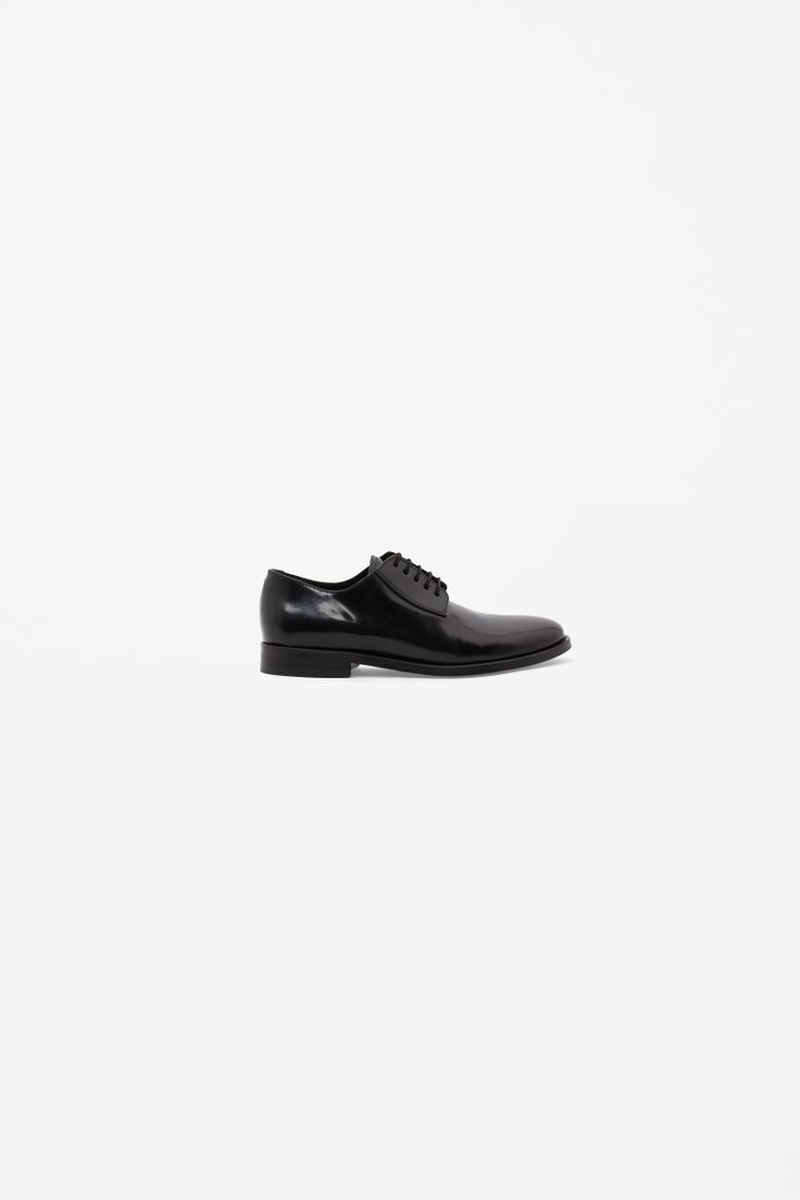 Patent lace-up shoes