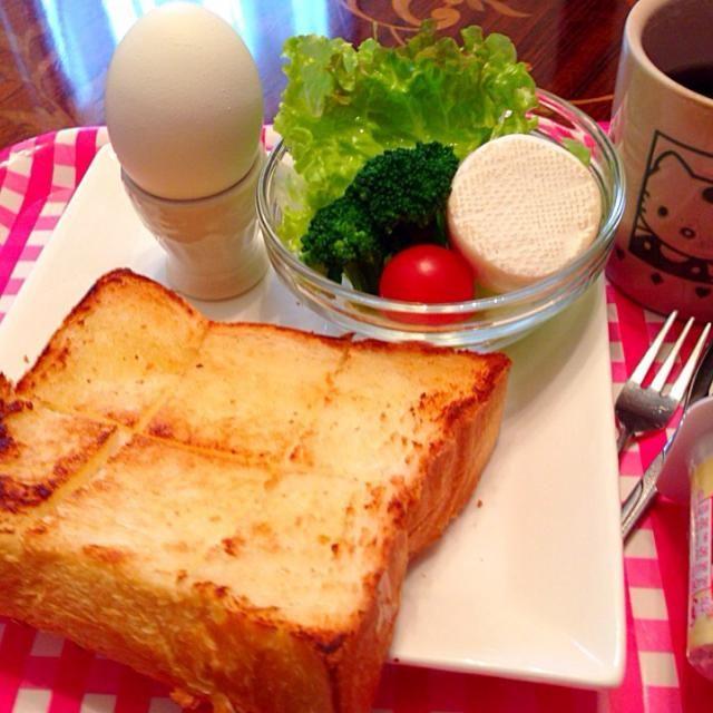 バタートースト カマンベールチーズサラダ 半熟茹で卵 赤い果実ミックスヨーグルト - 10件のもぐもぐ - 今日の朝ご飯(^^) by hmsy0426hmsy