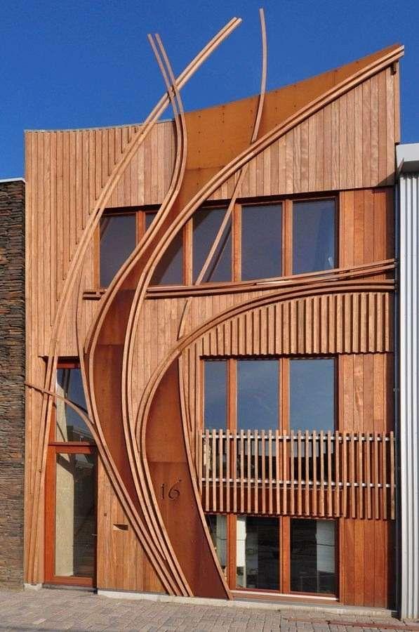 Eine Holz-Fasssade durch und durch.