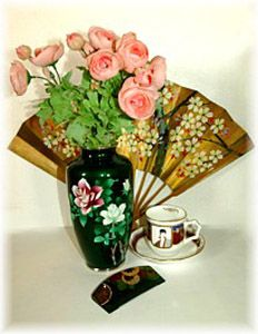 fan-feng-shui-tips-home-decorating (1)Fans Feng Shui Tips Home Decor, Chinese Vases, Floral Arrangements
