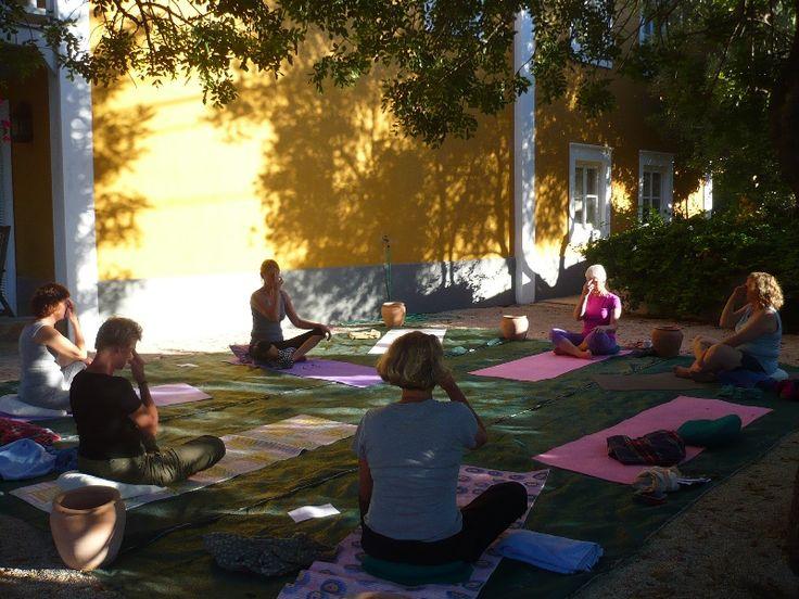 Fordybelse og yoga i Algarve, Portugal | 17. - 24. september 2016 - På denne YOGAFERIE I PORTUGAL træner du krop og sind gennem øvelser og afspænding, meditation og nærvær. Det giver større velvære, styrke og overskud i det daglige, og som inspiration til din øvrige yogatræning.