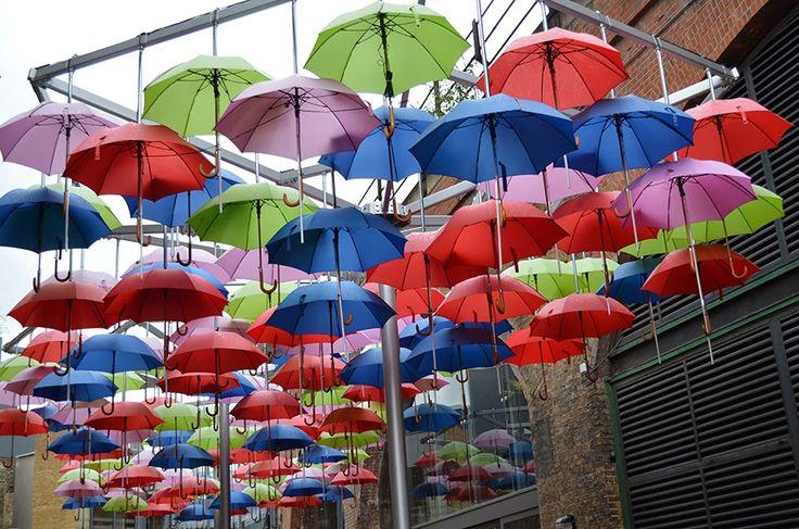 Borough Market, umbrellas ceiling - Londres