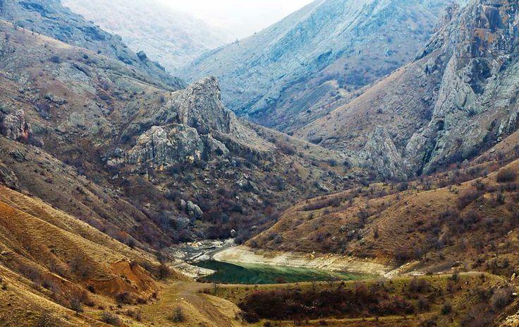 """Урочище Панагия и Арпатские водопады, места силы (Крым, Crimea) - http://moji.com.ua/item/urochishe-panagiya - #crimea #nature По гречески Панагия означает """"Пресвятая"""", так называли места, которым покровительствовала Богородица. Вообще, само понятие """"урочище"""" относится к одному из определений ландшафта. Это как обозначение некой уникальной местности, созданной природой, она может включать в себя предгорье, лес, овраги, реки, а может быть и вовсе равниной с оврагами."""