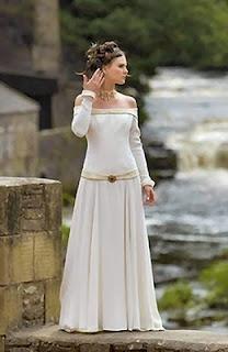 Novias medievales ...si pudieramos usar esas ropas de nuevo....                                                                                                                                                                                 Más