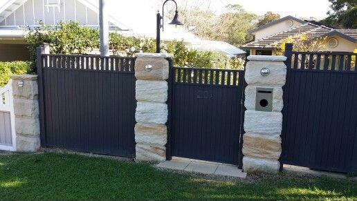 Mona Vale Sandstone fence