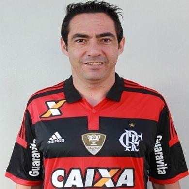 Chicão emm sua estreia pelo Flamengo contra o Goiás, o zagueiro marcou logo seu primeiro gol numa cobrança de falta, que garantiu o empate por 1 a 1.