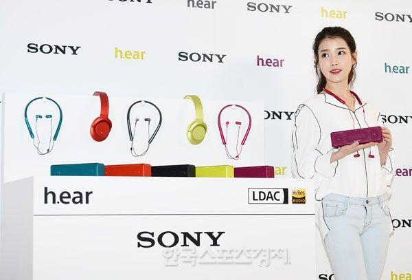 [포토] 아이유, 소니 블루투스 오디오 소개합니다~ - 한국스포츠경제
