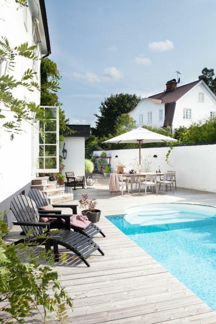 joli patio avec espace de baignade et de détente, entourage piscine en bois clair