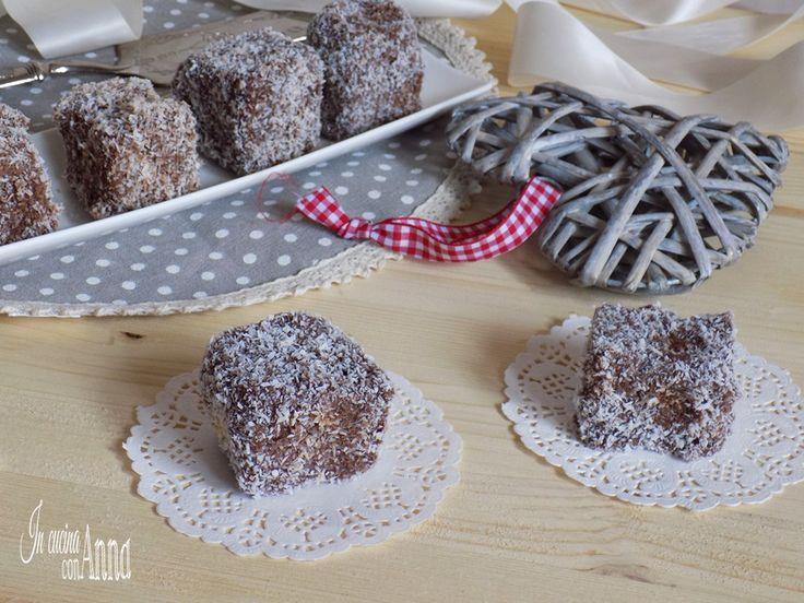 I pasticcini cocco e cioccolato sono dei deliziosi dolcini buoni,golosi e belli da vedere...