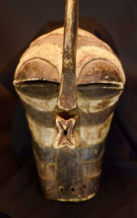 Online veilinghuis Catawiki: African SONGYE Kifwebe mask. D.R.C. Democratic Republic Congo.