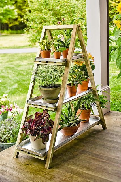 Geef je planten een plaatsje met dit leuke tuin rek. #tuin #tuinieren