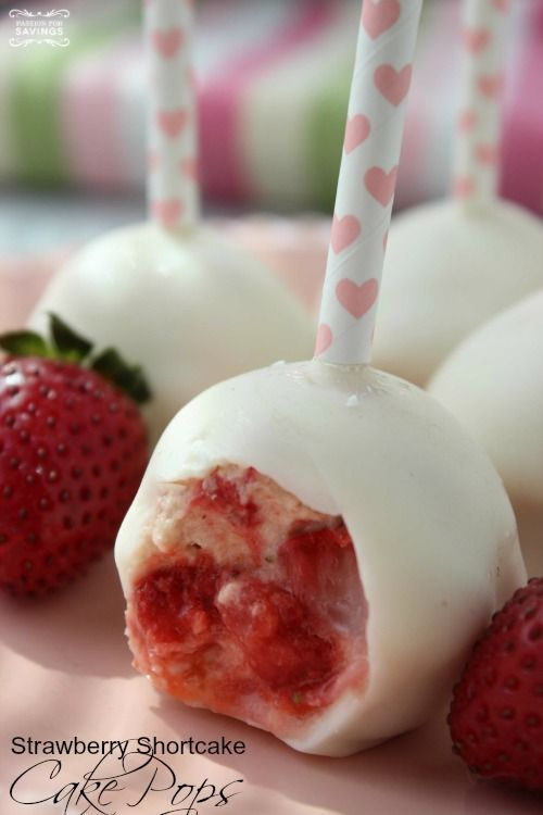 Strawberry Shortcake Cake Pops Recipe! This strawberry dessert recipe is the perfect party recipe for birthdays or easy desserts!
