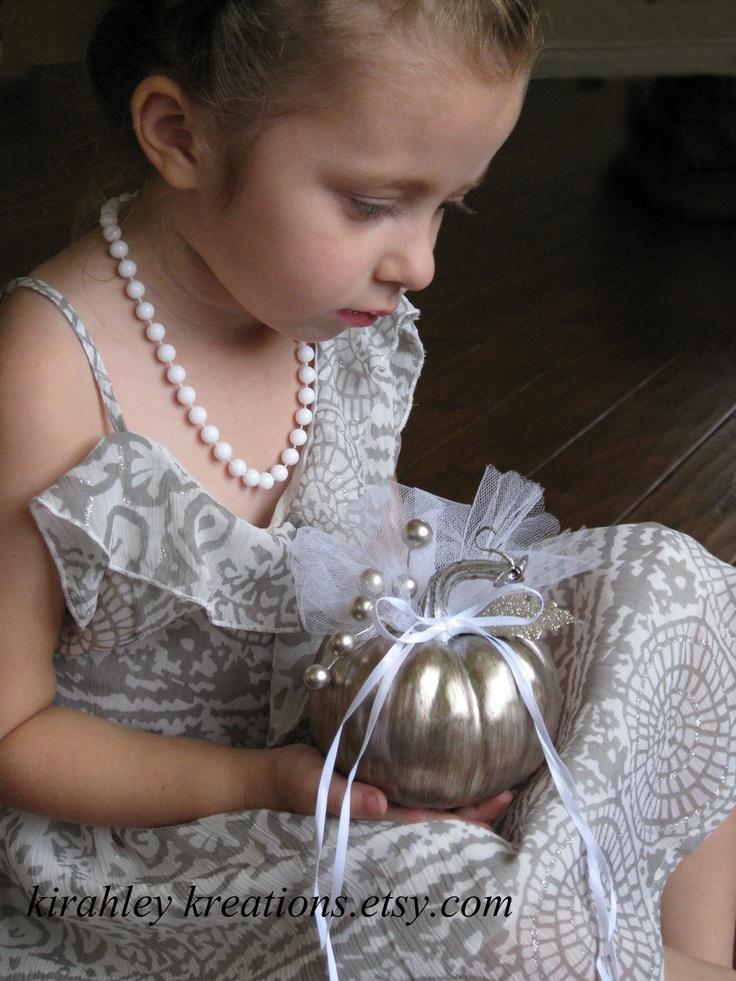 #zilveren #assepoester pompoen als #ringkussen. #Perfect voor een #sprookjes #bruiloft.