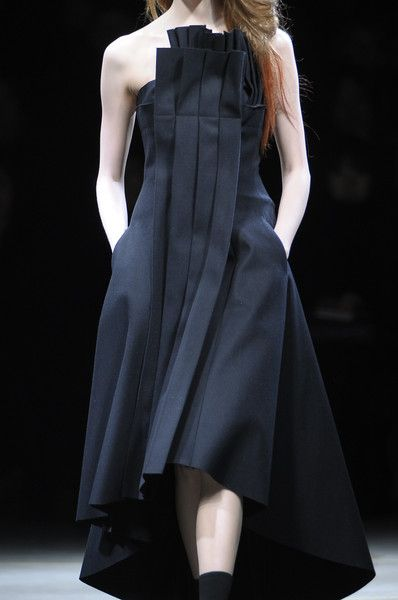 MINIMAL + CLASSIC: Architecture inspired fashion with structured pleat : Yohji Yamamoto