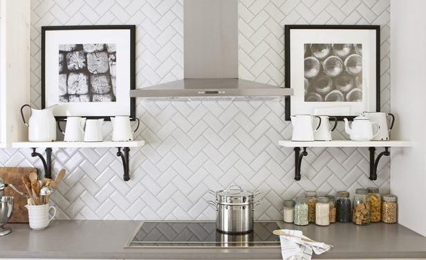 Photo: giesendesign.com, License: http://www.giesendesign.com/design/600x398/design-subway-tile-backsplash-in-the-kitchen-square-ideas