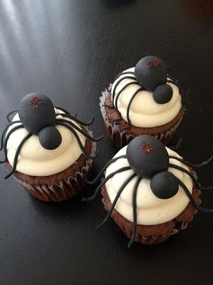 Spooky spider cupcakes! ewwwww... #halloween #cupcakes