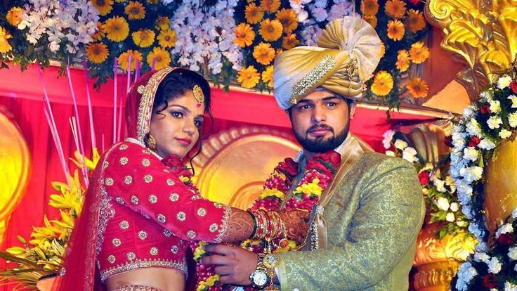 Olympic Medalist Shaksi Malik got married to wrestler Satyawart Kadian on last Sunday. #NewsUpdates #ChennaiUngalKaiyil.